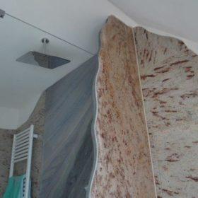 Dusche Decke aus Sicht Bidet