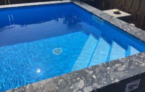Schwimmband-Umrandung